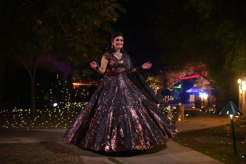 real indian wedding , delhi wedding , curls , lehenga , bridal lehenga ,  punjabi bride | cocktail outfit|