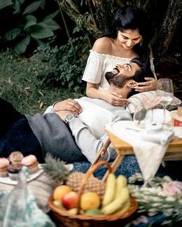 green garden picnics as the prefect pre wedding shoot location
