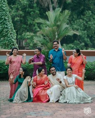 Family and friends at roka ceremony | Fun wedding portraits