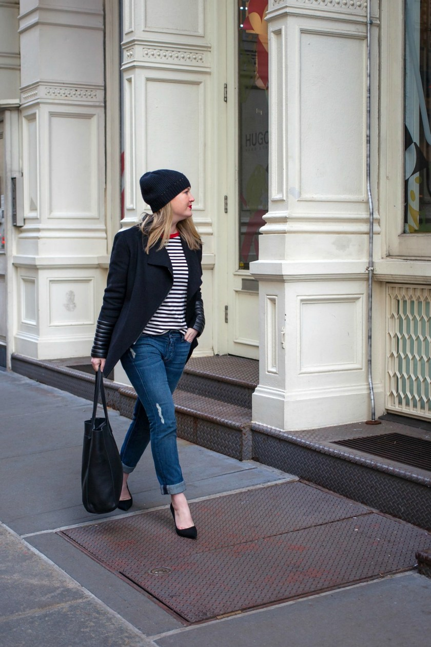 Boyfriend Jeans + Pumps