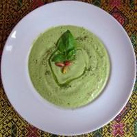 Das Rezept auf Seite 32: Kalte Avocadosuppe mit Gurke und Fenchel