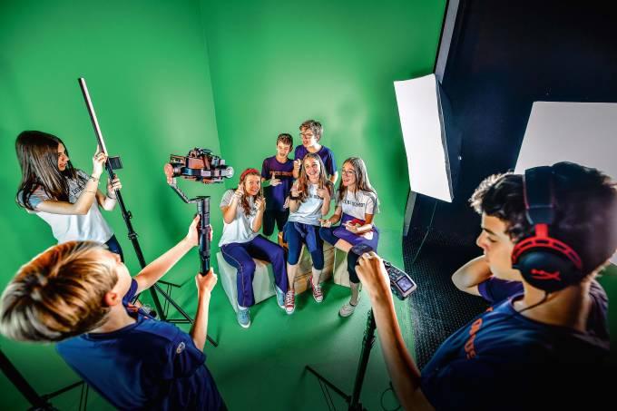 Escolas renovam a grade curricular com aulas de YouTube, negócios e ioga