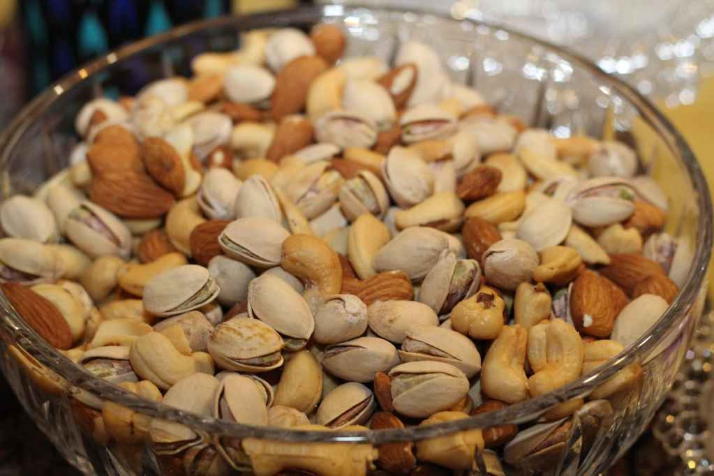 Nuts like almond, peanuts, hazelnuts, and walnuts enriched with unsaturated fats that can reduce blood cholesterol