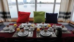 Pływajace Bed & Breakfast - śniadanie czeka na łajbie Barkissimo