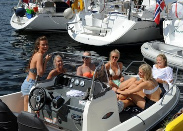 babska impreza na łódce w porcie Bergen