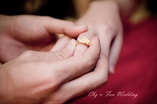 [♥囍~文定♥]戴戒指時千萬記得彎手指~文定儀式