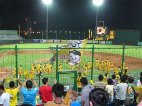 [♬棒球♬-兄弟本季第一場再見安我在現場] @小環妞 幸福足跡