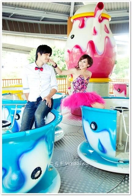 [♥囍♥]LOMO自助婚紗part 2~開心樂園玩耍篇(選擇婚紗公司小提醒) @小環妞 幸福足跡