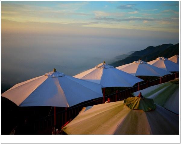 [南投景觀餐廳] 上山閱讀空中飲食~夕陽西下時,上山。閱讀 @小環妞 幸福足跡