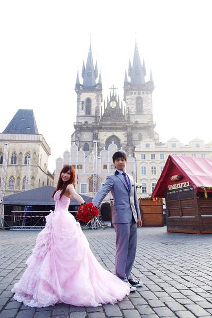 ❤Love in 捷克-15❤我們兩個辦到了,捷克天文鐘前甜蜜自助婚紗!!!! @小環妞 幸福足跡