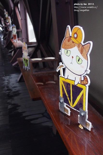 [台北侯硐]˙貓村人貓橋 ♥ 宛如巨龍橫臥於鐵軌之上 @小環妞 幸福足跡