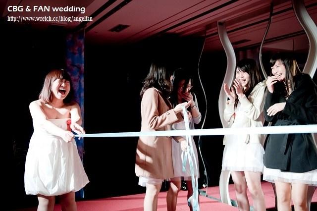 [婚禮分享] 歡聲尖叫、整人大爆笑,我的婚禮好有梗 ♥ 抽捧花、捧菜遊戲(有影片) @小環妞 幸福足跡