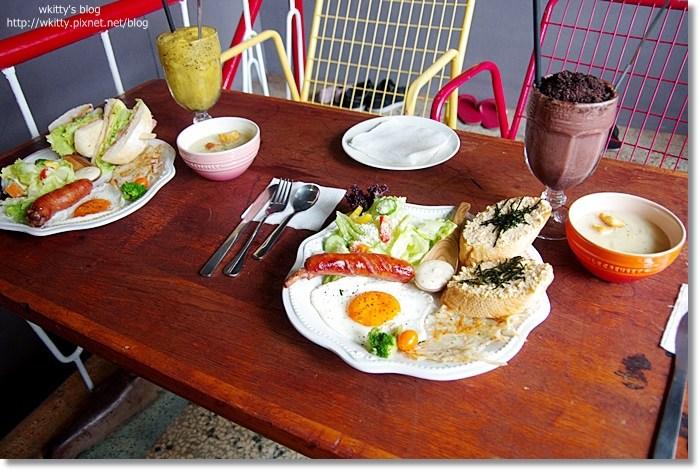 [台南老屋住宿] ici B&B ♥ 咖啡廳~民宿一次滿足!起床看到豐盛的早午餐,精神百倍~ @小環妞 幸福足跡