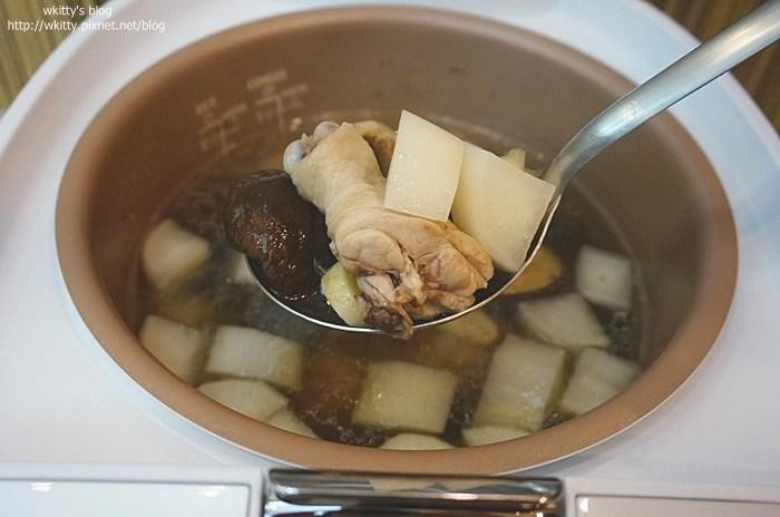 ▌食譜分享 ▌香菇雞湯&皮蛋瘦肉粥 ♥ 電子鍋作法,輕鬆上菜摟 @小環妞 幸福足跡