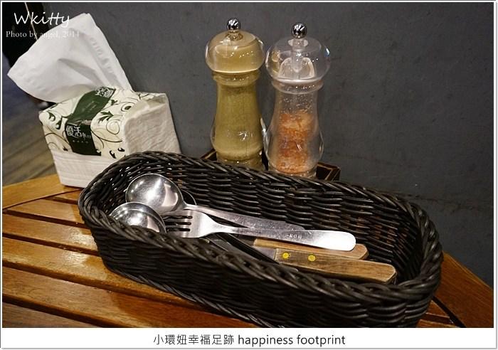 【永和美食】紅牛炭烤牛排館,平價高檔的牛排要排隊阿!捷運永安市場站 @小環妞 幸福足跡