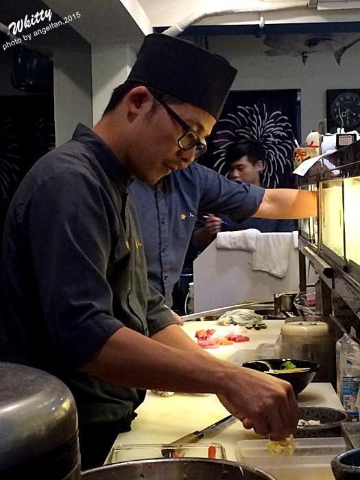 【捷運西門站日本料理】海人刺身丼飯專賣店(西門店),海人招牌丼的蛋黃蛋汁流入飯裡真的太犯規了,生魚片也新鮮! @小環妞 幸福足跡