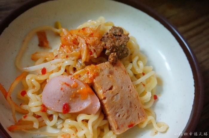 【首爾忠武路站美食】議政府部隊鍋,韓國在地人也愛的餐廳! @小環妞 幸福足跡