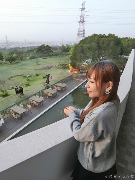 【台中龍井景點】綠朵休閒農場,超巨大的白色大鋼琴在草坪上 @小環妞 幸福足跡