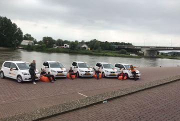 Aditech Arnhem met auto's en monteurs