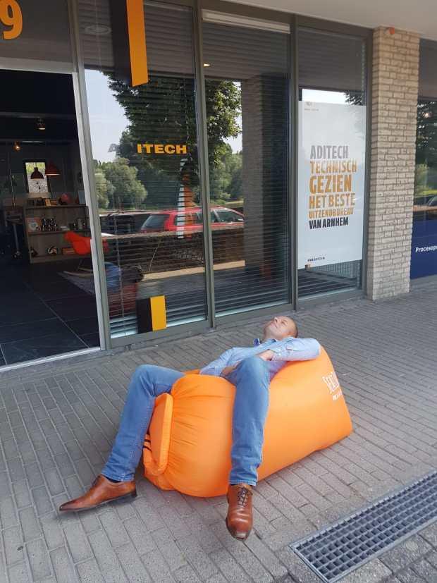 Taco van Aditech Arnhem aan het lamzakken
