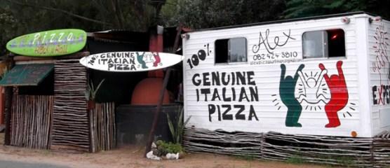 """Pizza """"shack"""" założony przez Alexa, surfera który postanowił pozostać w RPA..."""