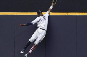 Brewers Keon Broxton catch of year AP