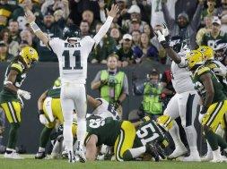 Eagles Wentz celebrates v Packers AP