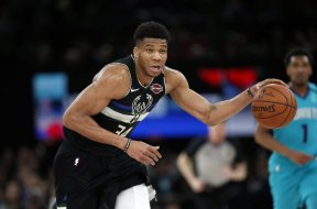 Bucks Giannis Paris AP