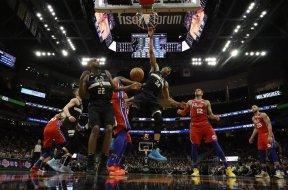 Bucks Giannis dunk Philly AP