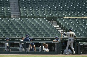 Brewers Yelich dugout fans Wrigley ap