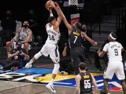 Durant blocks Giannis AP