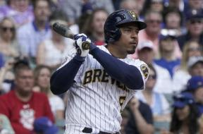 Brewers Escobar swing AP