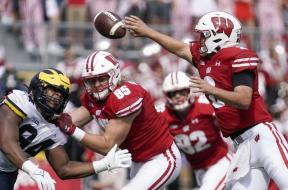 Badgers Chase Wolfflips AP