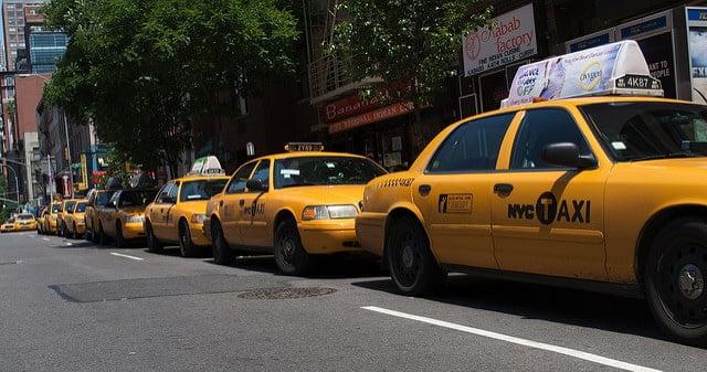 Taksówkai- taxi - wlaczoszczedzanie.pl - Flickr / @ Kevin Gessner /CC BY 2.0