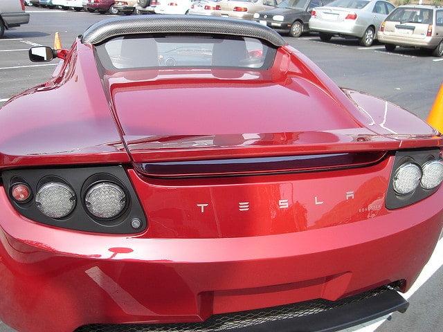Easter Eggs w najnowszym oprogramowaniu samochodów Tesla
