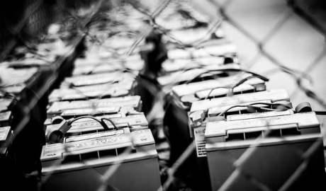 Naukowcy stworzyli baterie która po 1000 cykli ładowania i rozładowania straciła zaledwie 1% swojej pojemności - wlaczoszczedzanie.pl - Flickr / @Steve Johnson / CC BY 2.0