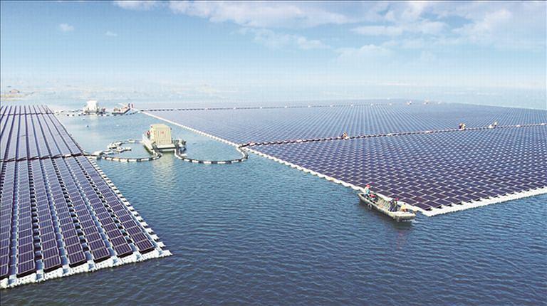W Chinach powstała największa pływająca elektrownia słoneczna na świecie