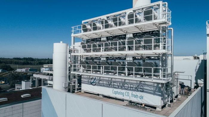 Szwajcarzy zbudowali komercyjną instalację Climeworks która wyłapuje dwutlenek węgla