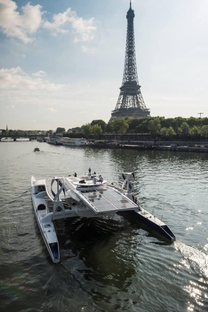 Z Paryża w 6 letni rejs dookoła świata wyruszyła Energy Observer czyli zasilana ogniwami wodorowymi, energią wiatru oraz słońca samowystarczalna łódź - wlaczoszczedzanie.pl / @Energy Observer