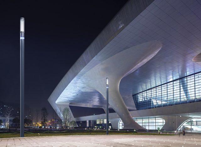 Inteligentne latarnie naładują samochody elektryczne i zwiększą zasięg technologi 5G w miastach