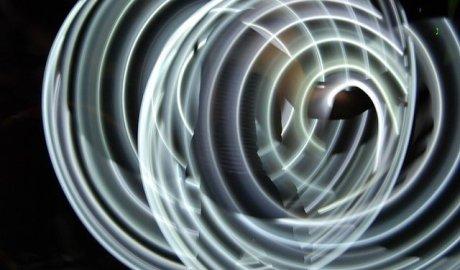 Biały laser może się stać następcą technologii LED. Jest jaśniejszy, wydajniejszy i bardziej energooszczędny