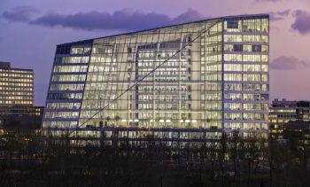 Inteligentne systemy zarządzania budynkami stają się standardem w nowoczesnym budownictwie, zwłaszcza użytkowym