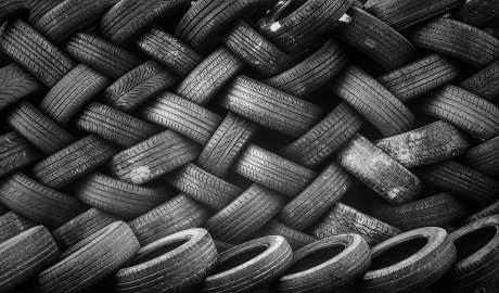Polska firma Syntoil opracowała rewolucyjną metodę zamiany zużytych opon w farby, oleje czy gaz