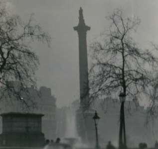 Kolumna Nelsona podczas Wielkiego Smogu z 1952 roku