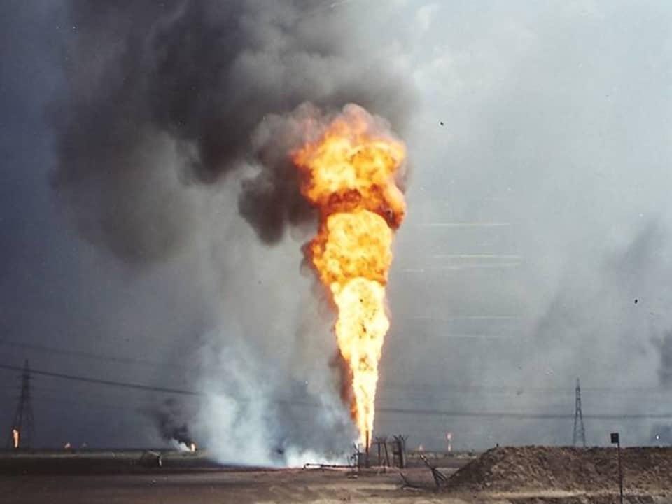 Pożar szybu ropy naftowej w Kuwejcie / @ EdJF / CC BY SA 2.0