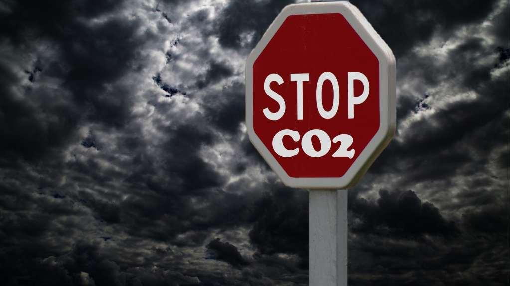 W ograniczeniu emisji CO2 mogą pomóc wielobilionowe pakiety inwestycyjne