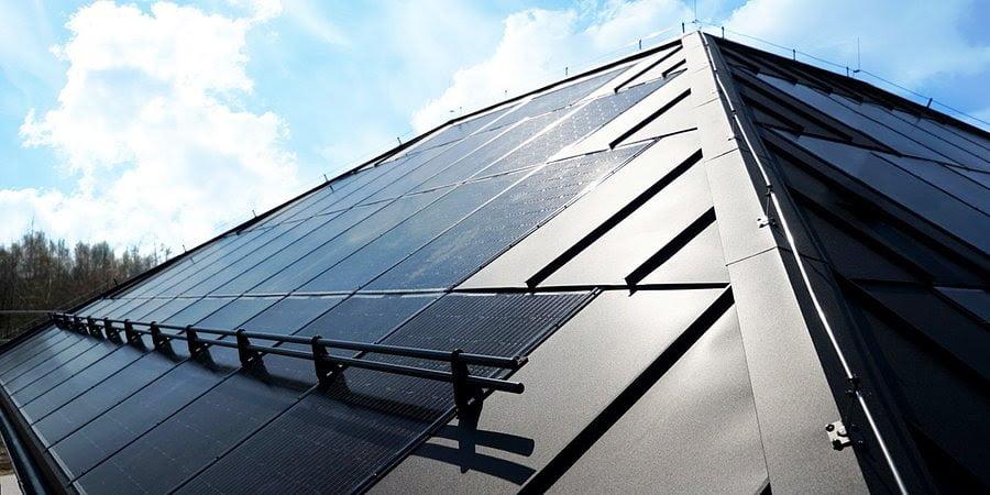 Dach solarny SunRoof zastępuje tradycyjny dach i produkuje prąd ze słońca bez dodatkowych instalacji