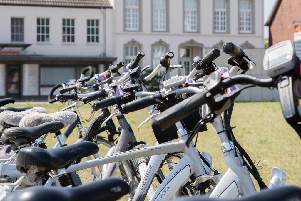 Rowery elektryczne coraz bardziej zyskują na popularności