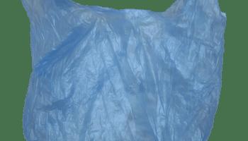 Żabka wycofując plastikowe torby z sieci rocznie zaoszczędzi ok. 1000 ton plastiku