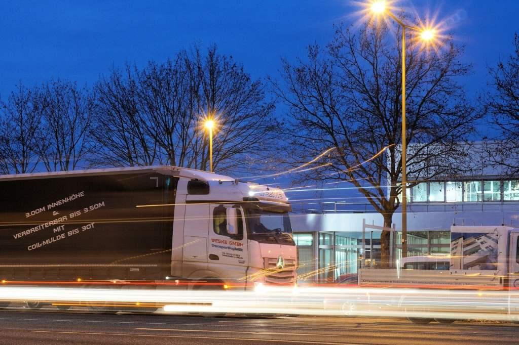 Coraz więcej firm logistycznych i kurierskich decyduje się na zielone inwestycje w elektryczne auta dostawcze